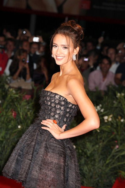 gallery_enlarged-jessica-alba-nude-cell-phone-pics-08