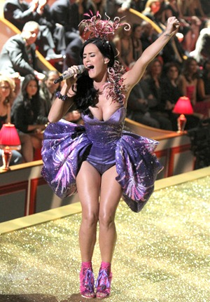 gallery_main-katy-perry-victorias-secret-fashion-show-02