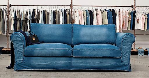 sofa tapizado con tela vaquera