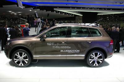 2011 Volkswagen Touareg-03.jpg