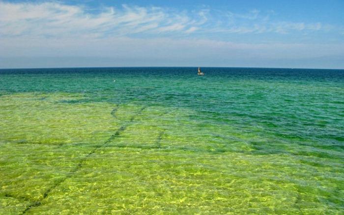 بحيرة هيورون في امريكا lakehuron52.jpg?imgm