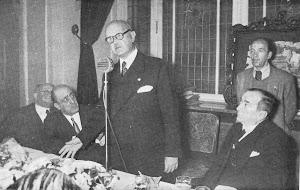 Ernesto Anastasio Pascual-Bodas de oro por el titulo de capitan- Revista Rumbo. Nº 42-Marzo 1952.JPG