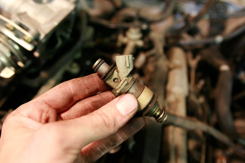 Matt's How-to    Blog: How to replace a fuel injector on a