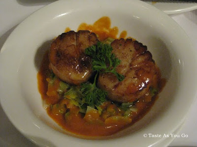 Les Noix De St Jacques Poelees at Le Paris Bistrot in New York, NY - Photo by Taste As You Go