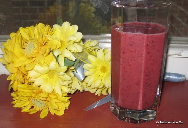 Delicious Fresh Mixed Berry Smoothie - Photo by Taste As You Go