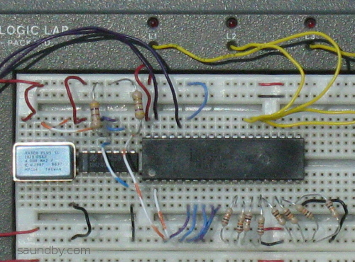 8085 free run circuit on solderless breadboard
