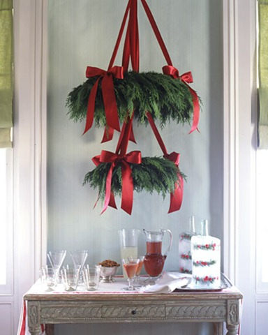 scandinavian-chandelier-wreath-via-martha