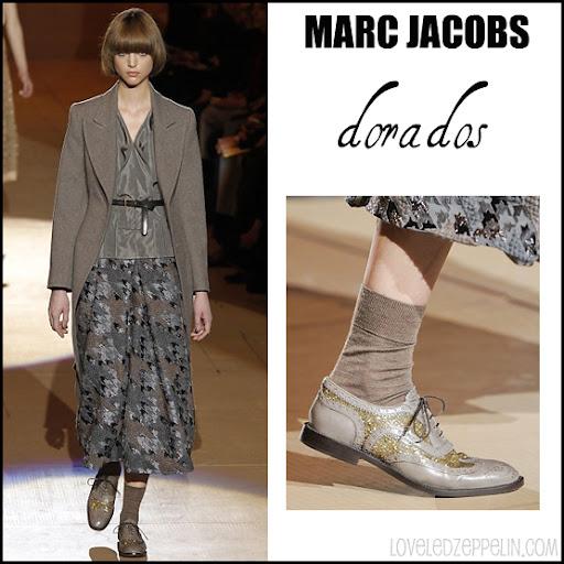 692ffc1ee2b Y la versión zapatos oxford con tacón en color marrón y de cordones de  Salvatore Ferragamo.