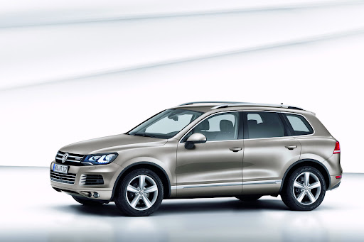 2011-Volkswagen-Touareg-6.jpg