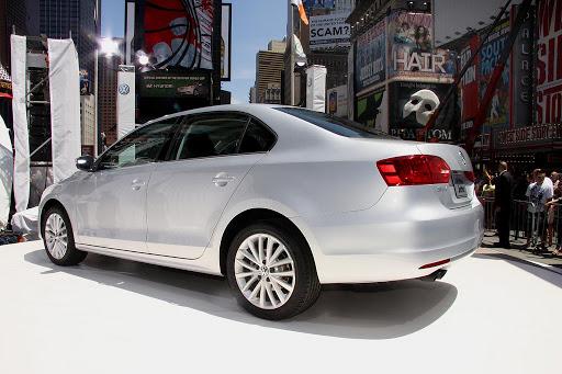 2011-Volkswagen-Jetta-14.jpg
