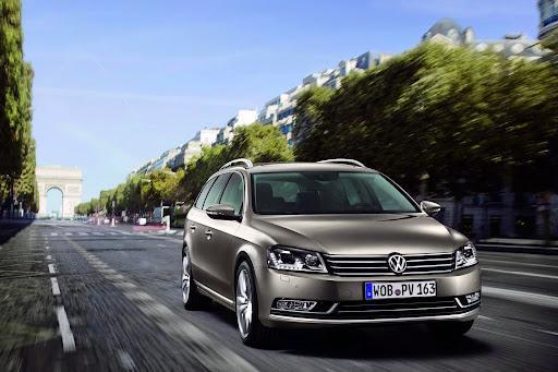 2011-Volkswagen-Passat-B7-8.JPG