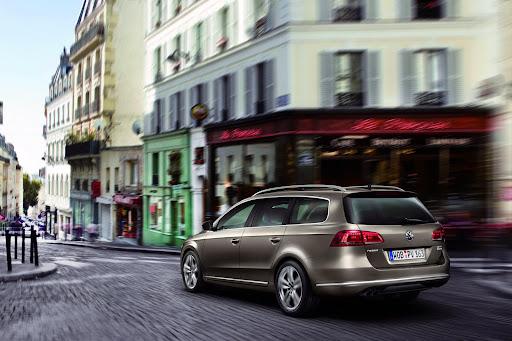2011-Volkswagen-Passat-B7-9.JPG