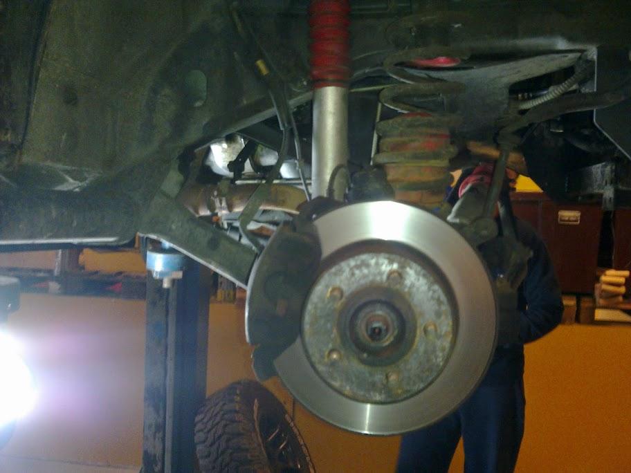 ødelagt støtdemper på bil