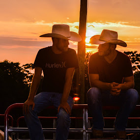 good pic , Jessa Blanton,  you shoulda took 1000 at sunset. lol      photo tip of the day,,,,, the hour near sunrise and sunset make awesome pics,,,,,,,,are these guys twins.......? by Crissy Barnes Blanton - People Street & Candids