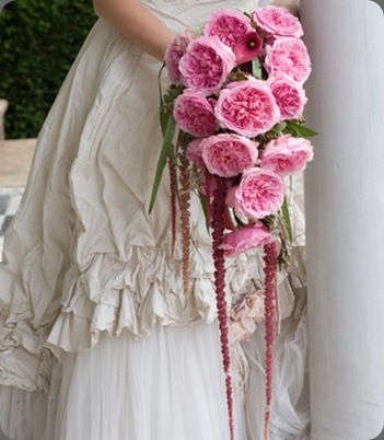 trailing-bridal-rose-bouquet-e magical miranda roses my wedding flower ideas UK
