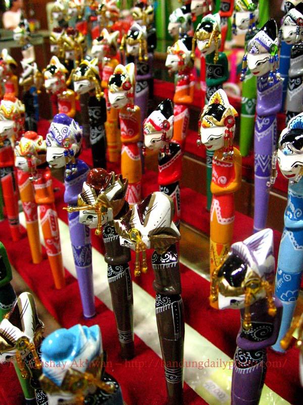 BANDUNG DAILY PHOTO Bandung Souvenir 02 Miniature Wayang
