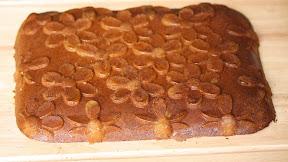 photo of a whole mochi cake