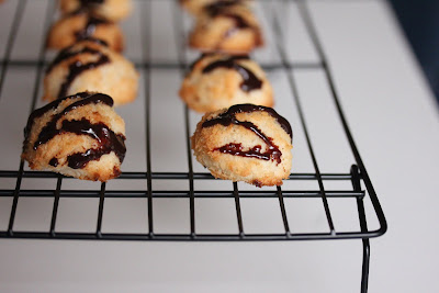 close-up photo of the cookies on a baking rack