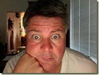 罗纳纳'S Facebook图片显示了他的幽默感