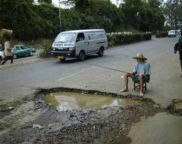Photos that need no words to laugh - Fishing on road