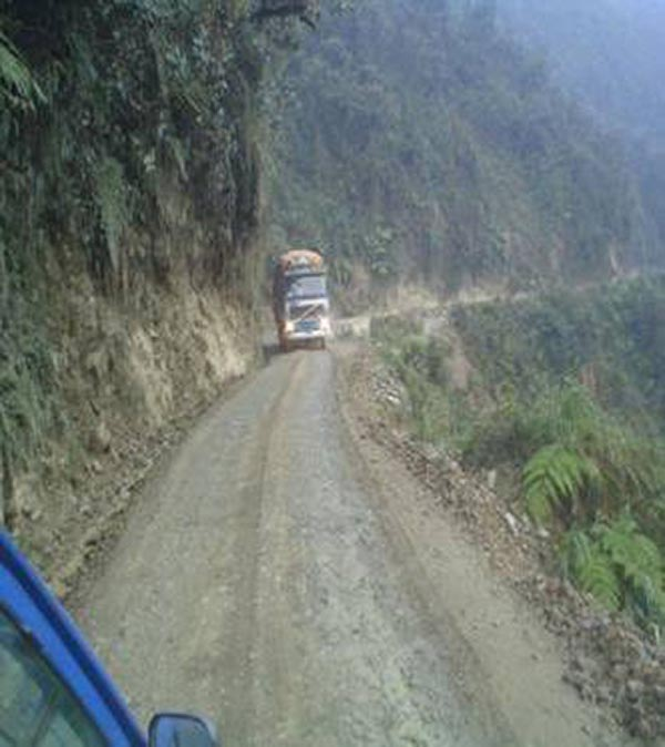 Bolivian Highway - Deadly Bolivian Highway - Truck in front