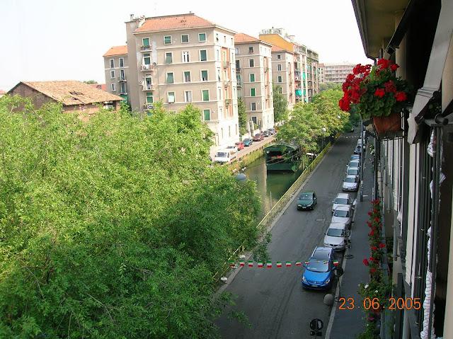 Bairro do Naviglio, em Milão, de dia