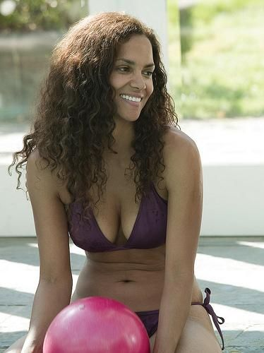 james bond movie acress halle berry bikini pictures