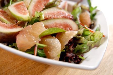 Grapefruit and fig salad