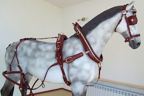 Single English Collar Standard Russet Leather Presentation Horse Harness