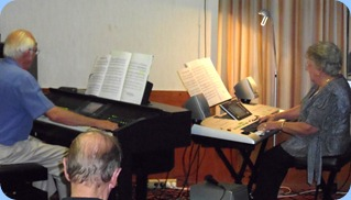 Rob and Barbara Powell played some lovely duets for us with quite a few songs popularised by Dean Martin. Barbara brought her fantastic Yamaha Tyros 3 keyboard whilst Rob played our Yamaha CVP-509 Clavinova (which has the Tyros 3 technology built-in).