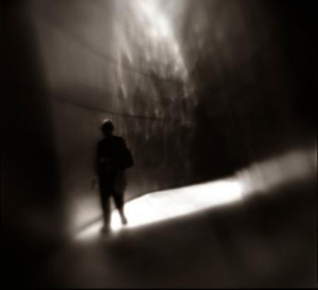 Staigāt tumsībā