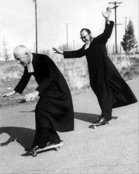 Priesteris skeitbordists