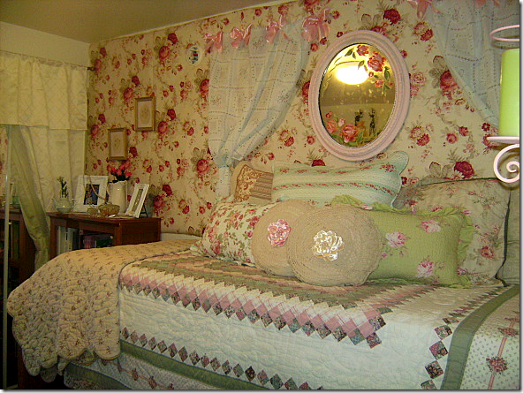 COTE DE TEXAS Elisabeth's Dorm Room ~ 071733_Chic Dorm Room Ideas