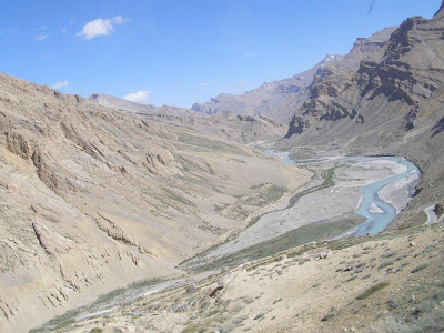 Enroute leh to Manali - clicked from a moving bus