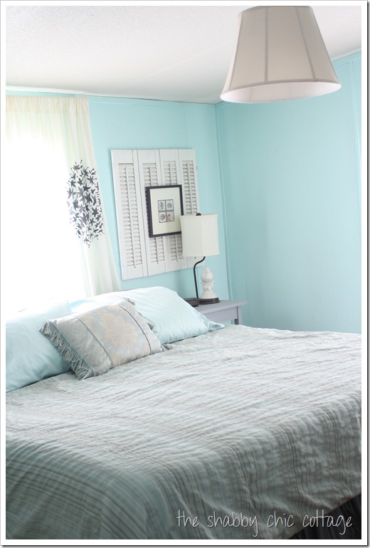 cottage style bedroom blue