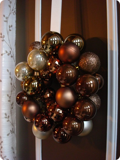Tips for making an ornament wreath
