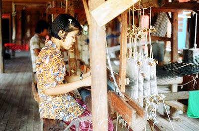 Inle weaver girl