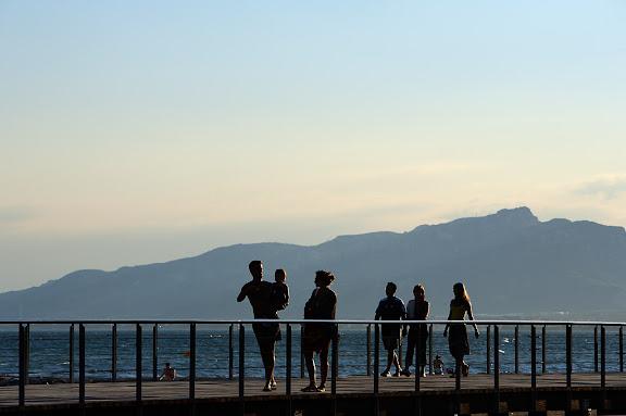 Passeig Llevant, al fons les Muntanyes de VandellòsCambrils, Baix Camp, Tarragona