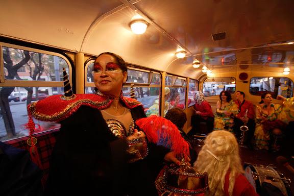 Carnaval de Tarragona, Divendres (24.02.2006)El Tomb del Carnestoltes i la Concubina, el concubinat, els seus sèquits i la Petita Banda Tal com Sona. Itinerari per les seus de les entitats carnestoltenques al centre de la ciutat i el barris