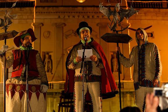 Carnaval de Tarragona, dimarts (28.02.2006)L'Enterrament, plaça de la Font. Lectura del Testament. Ball de Diables de Tarragona.