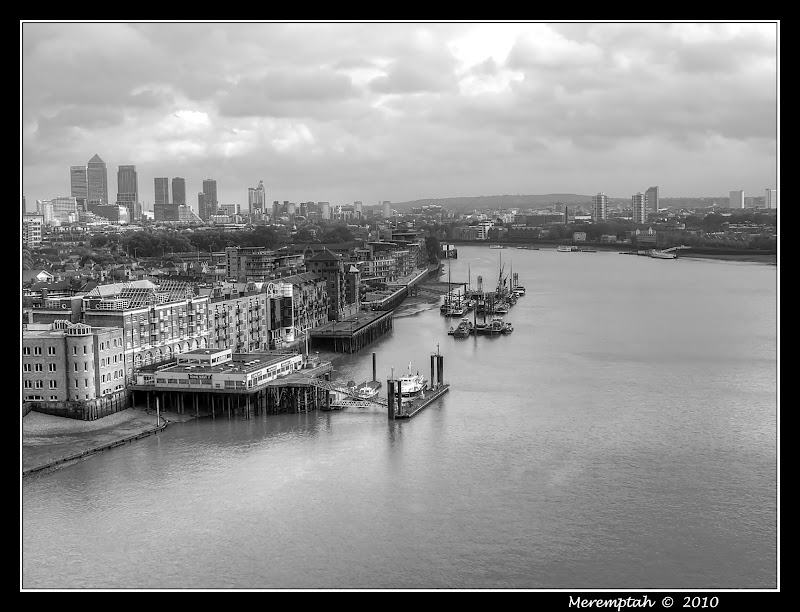 Tamise River Thames clouds London Bridge
