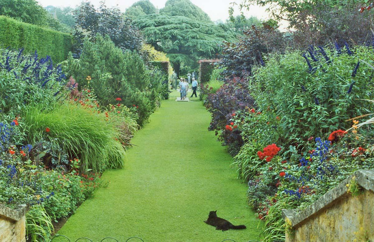 Heart Of England: Hidcote Manor Garden
