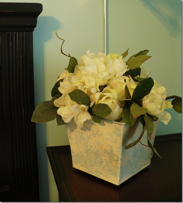 blue toile container with white roses