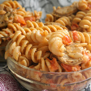 Toss It In. [rotini Pasta W. Tomato Cream Sauce & Chicken Apple Sausage].