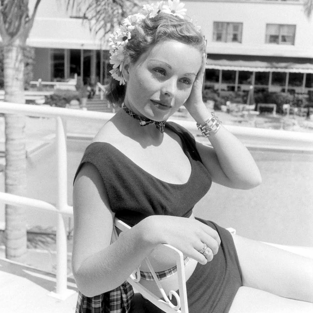Jeanne Crain, Jeanne Wallace In Bonni Dashins Evening Dress Bathingsuites