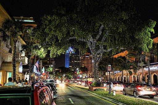 Ft-Lauderdale-Las-Olas - A festive stretch of Las Olas Boulevard in Fort Lauderdale, Florida.