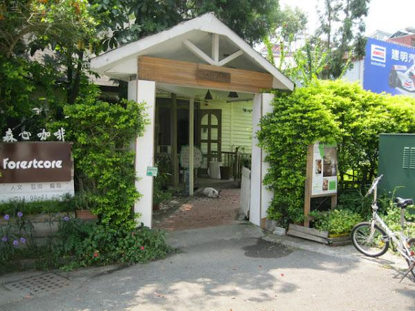 南投埔里ㄟ外環道路旁的白色溫馨小屋─森心咖啡