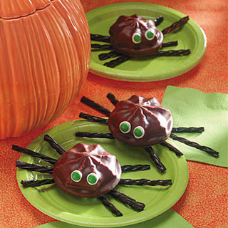 Marshmallow Cookie Spiders.
