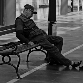 tired by Renato Dibelčar - Black & White Street & Candid ( canon, old, outdoor, bunch, mann, man )