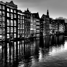 Amsterdam in B&W by Stefano Landenna - Black & White Buildings & Architecture ( water, reflection, hdr, holland, night, amsterdam, canal, light )